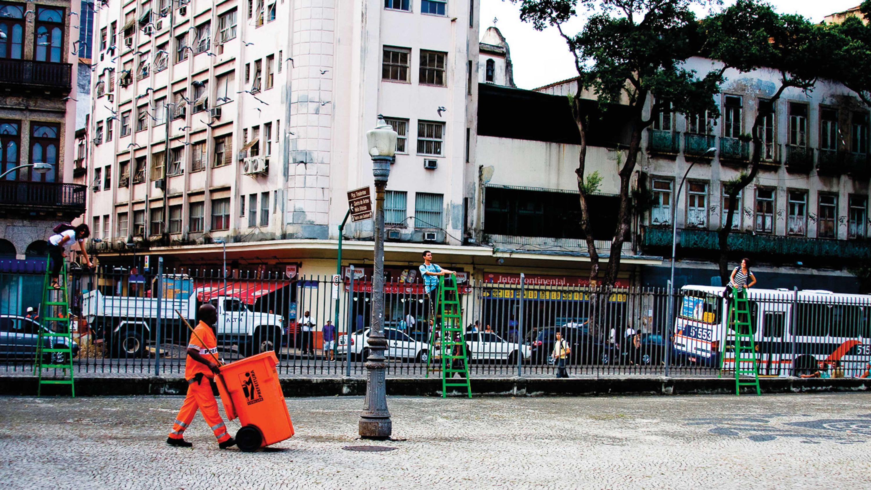 Ladder that spans a grid Pulacerca Opavivará  Roberto Cabot Stream 03  PCA-Stream